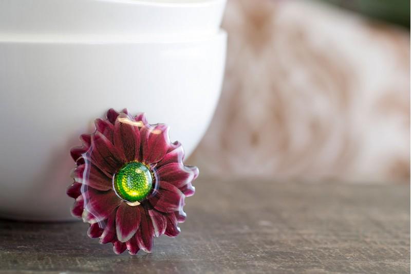 Chrysanthemum brooch
