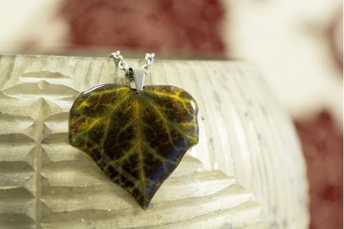 https://www.acdria.co.uk/dark-ivy-necklace