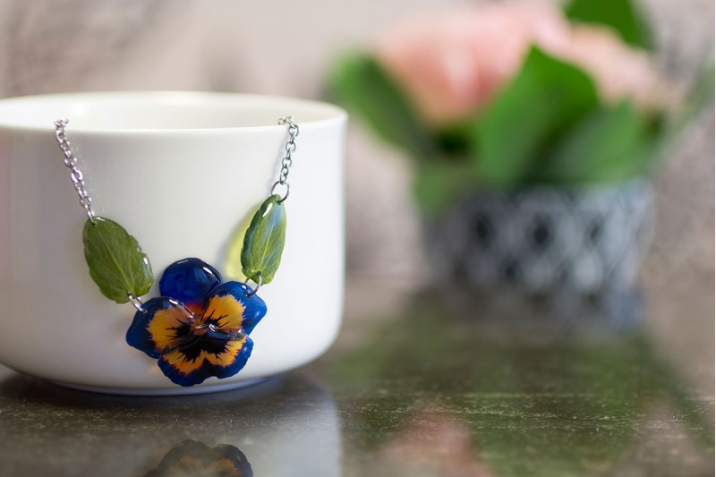 Pansy with leaves necklace